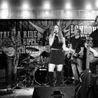 Kelsi Mayne performing at the Bull & Barrel